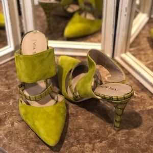 Statement making heels! Brighten up your outfit!